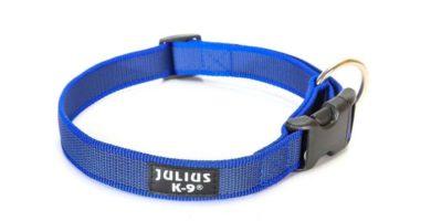collar julius azul